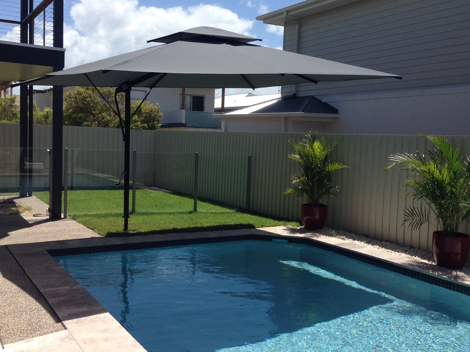 Keren 39 s top 3 qld pool umbrella installations tropicover for Architecture upbrella